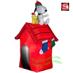 3 1/2' Snoopy and Woodstock On Doghouse With Stockings