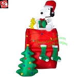 8 1/2' Snoopy w/ Woodstock Doghouse Christmas Scene
