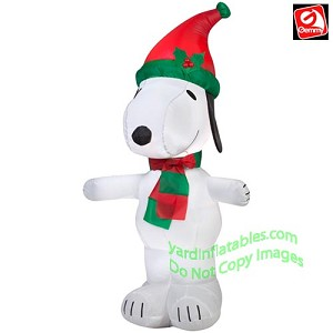 3 1/2' Snoopy Wearing Red/Green Hat