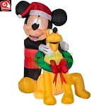 5' Mickey Mouse & Pluto Christmas Wreath Scene