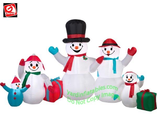 9 Snowman Family W Presents Scene