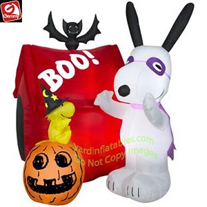 5' Gemmy Airblown Inflatable Snoopy Woodstock Halloween House Scene